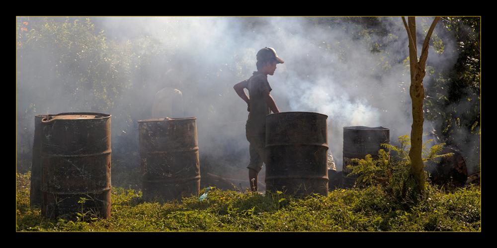 Myanmar street workers 1