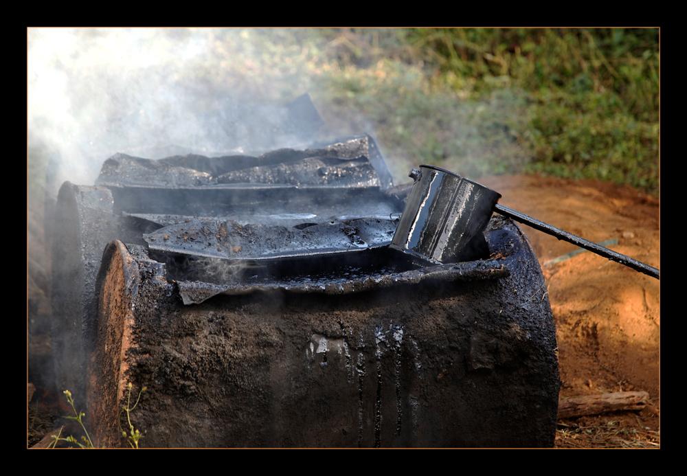 Myanmar street workers - harmful, toxic smoke