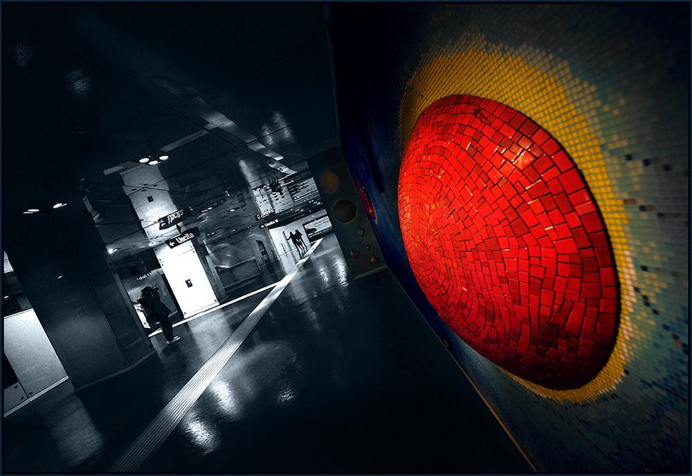 """NA - Metronapoli """"All'ombra di un rosso svanito...."""""""