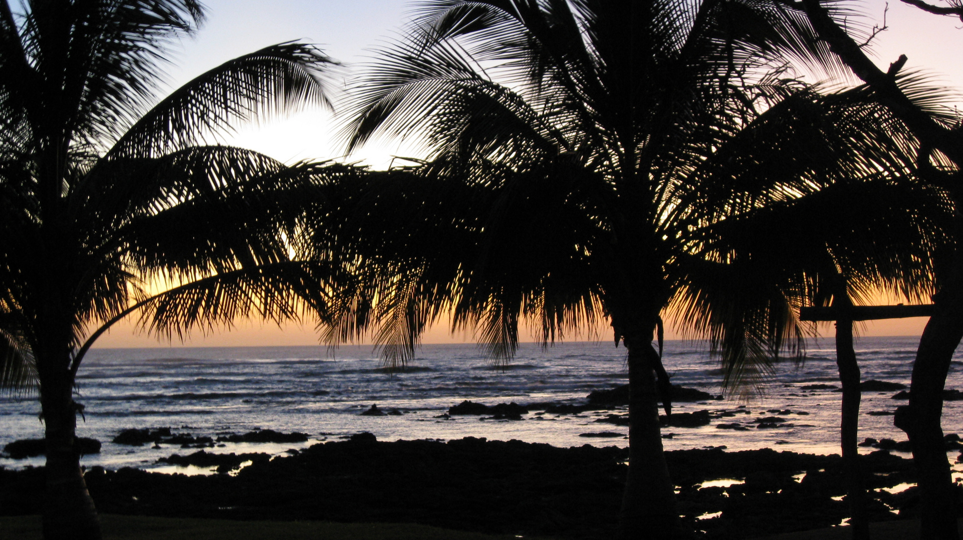 Nach dem Sonnenuntergang am Strand in Costa Rica