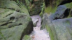 Nach den steilen Steinstufen geht der Blick zurück...