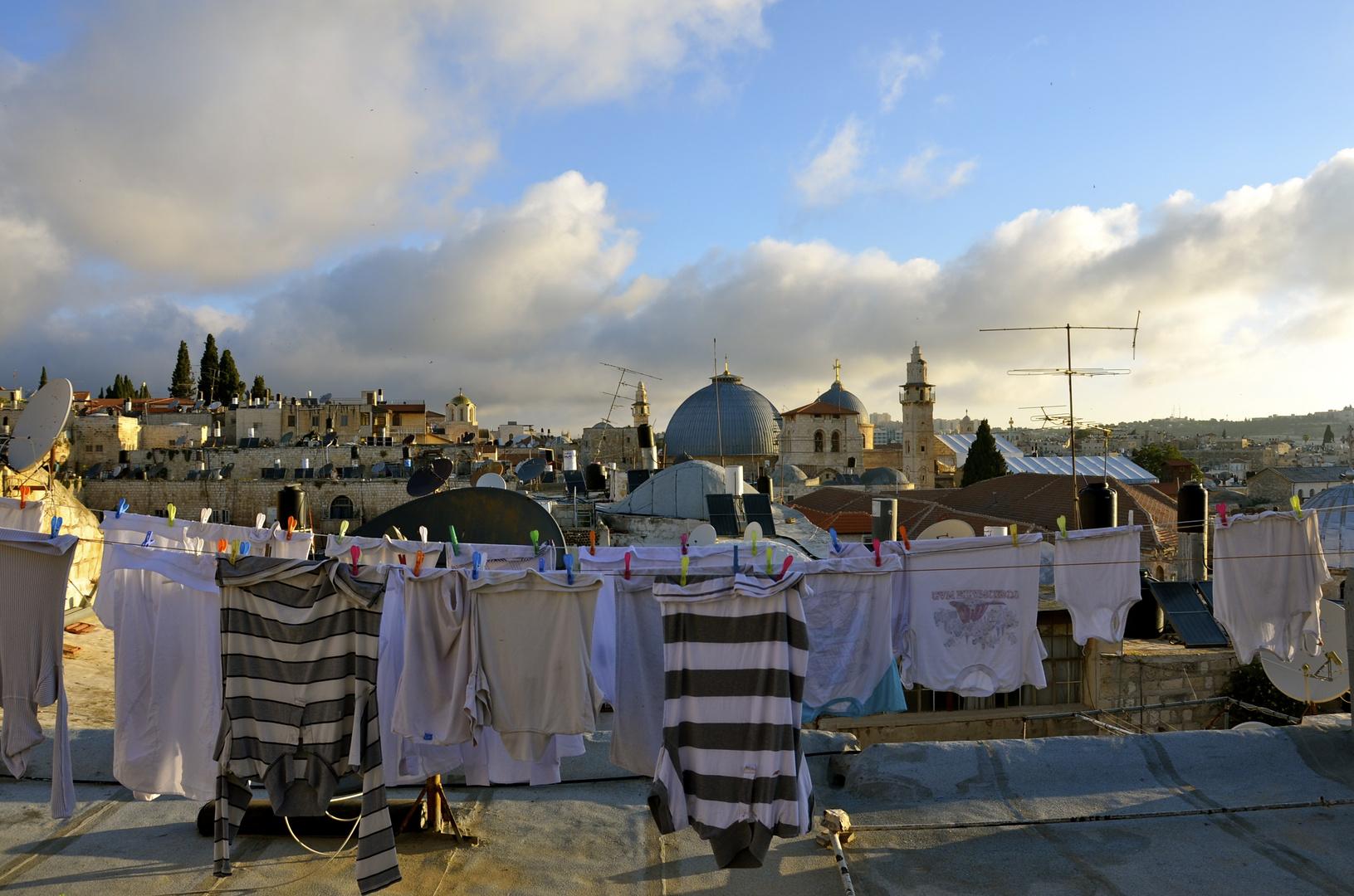 Nachbars Wäsche und die Grabeskirche