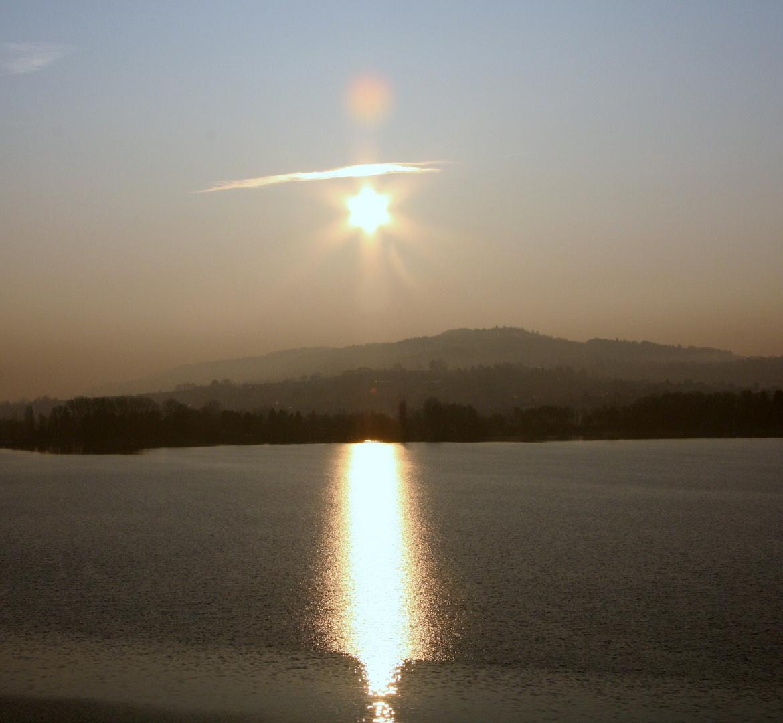 nachbearbietete Version des Sonnenaufgangs am Bielersee