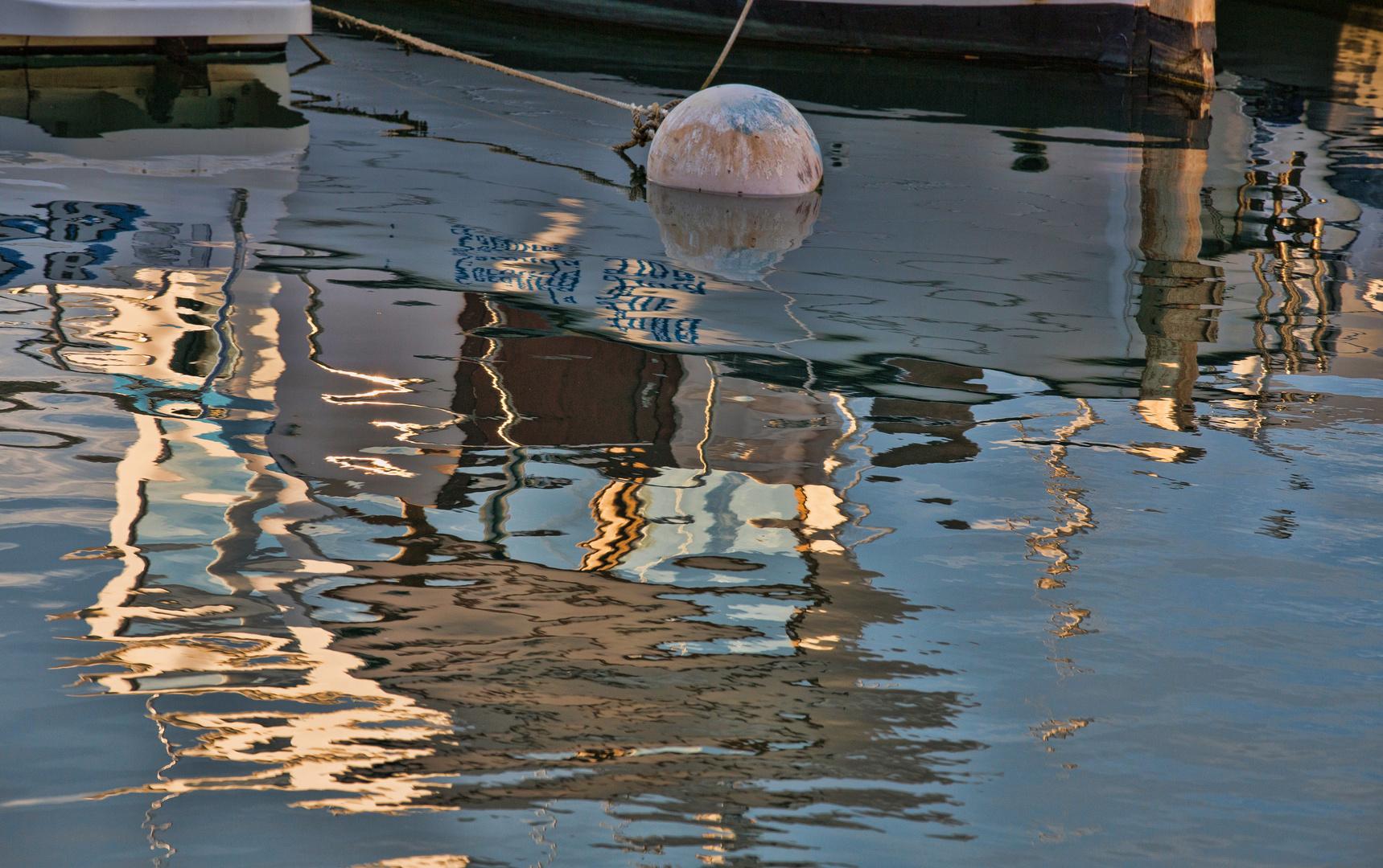 Nachmittagssonne am Hafen