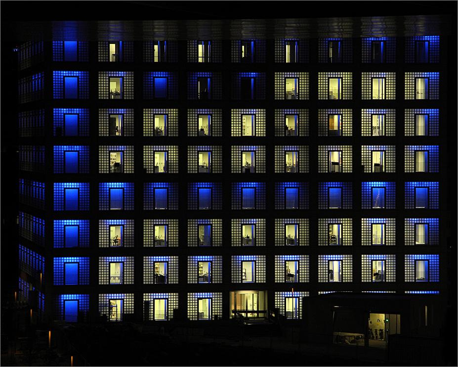 Nacht der b cher neue bibliothek stuttgart foto bild for Neue architektur stuttgart