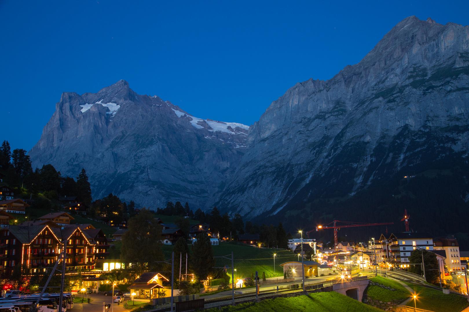 Nacht senkt sich über Grindelwald