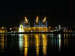 Nachtarbeit am Containerterminal Altenwerder.