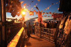 Nachtbesteigung +29FOTOS Adams Peak - TOPP TIPP 2: Pilgrims waiting for sunrise Ü3333K