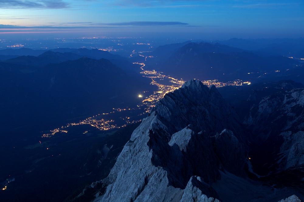 ...Nachtblick von der Zugspitze...