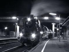 Nachts am Bahnsteig