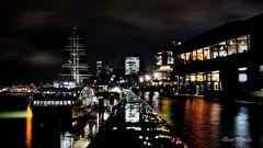 Nachts, am Hafen