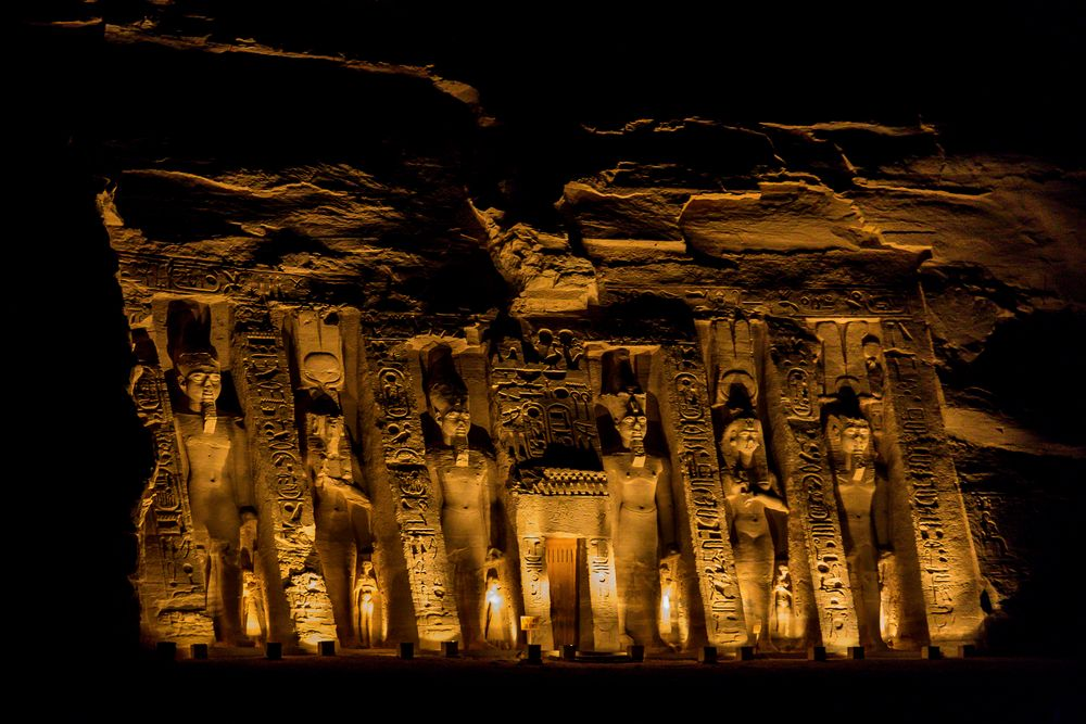 nachts am hathor-tempel in abu simbel