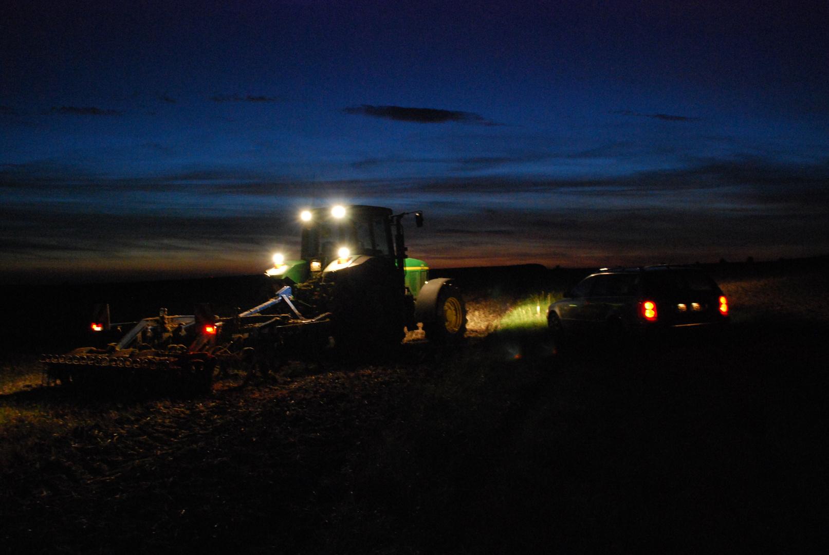 nachts auf dem Feld