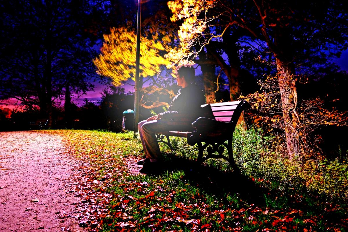 Nachts auf der Bank