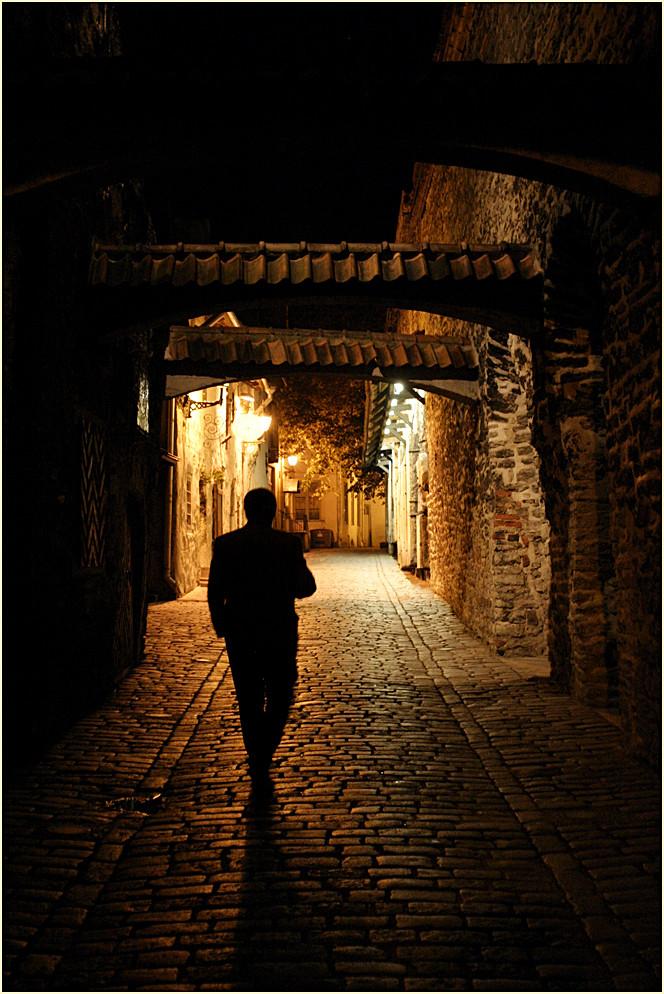 Nachts auf Tallinns Straßen