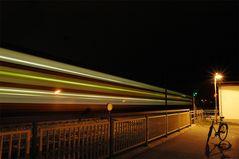 """""""Nachts fährt der Zug schneller als auf Schienen"""""""