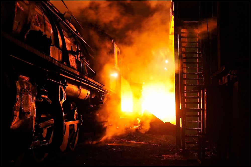 Nachts im Stahlwerk IV