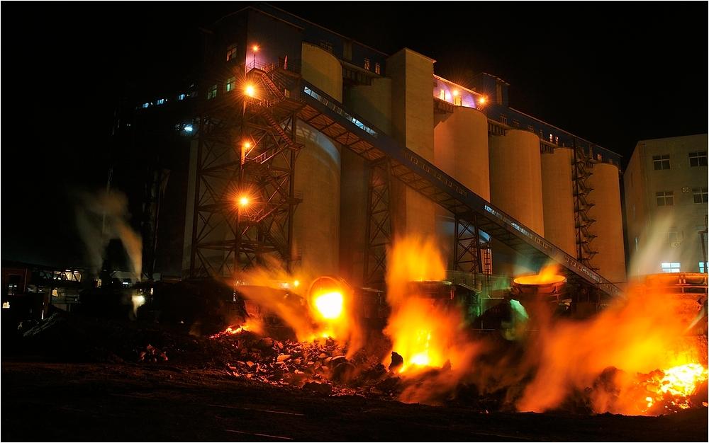 Nachts im Stahlwerk IX