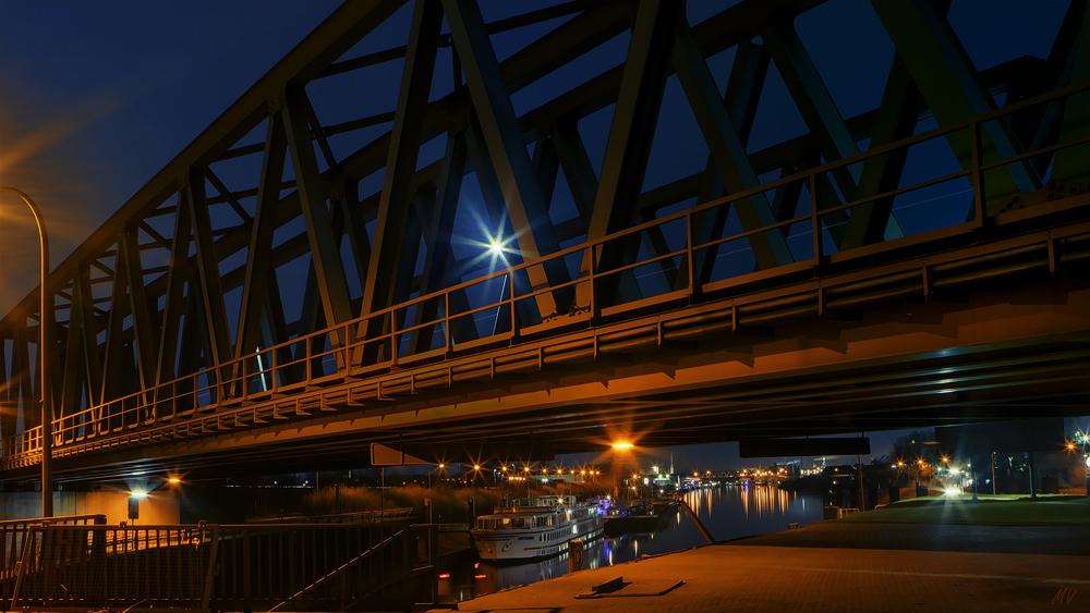 Nachts unter Brücken II