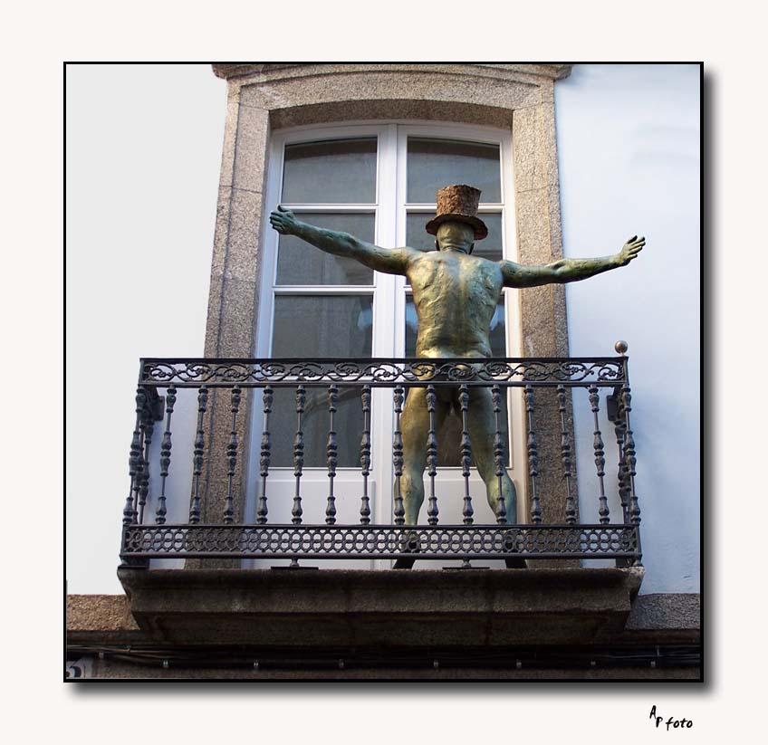 nackt auf dem Balkon Foto & Bild | europe, spain, galizien