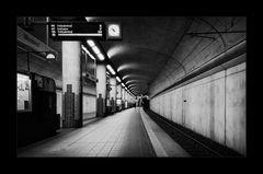 [ Nächster Zug in 3 Minuten ]