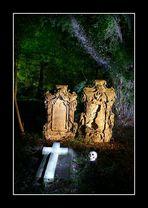 - Nächtliche Friedhofsinszenierung -