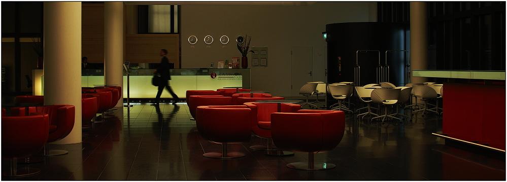 ... nächtliche Lobby ...