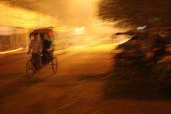 Nächtliche Szene in Delhi