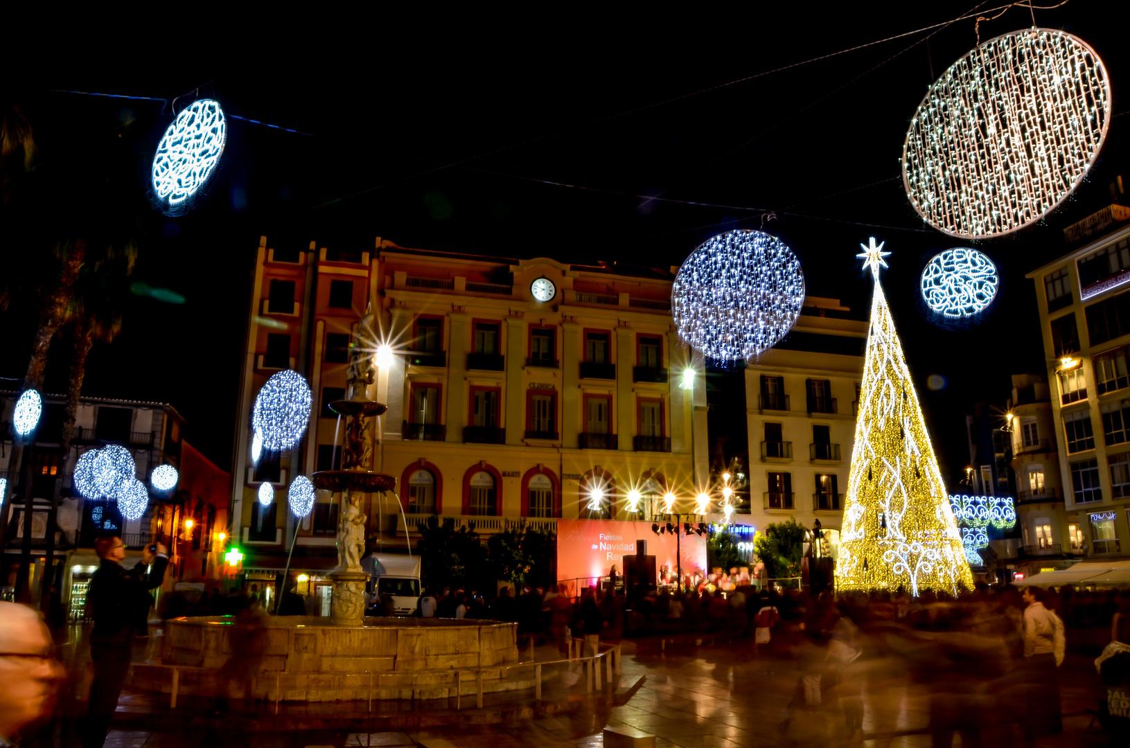 Nächtliche Weihnachtsdekoration in Malaga (Andalusien, Spanien) Foto ...