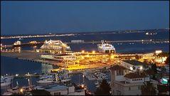 Nächtlicher Kreuzfahrhafen Palme de Mallorca
