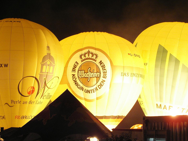Nächtliches Ballonglühen in Warstein