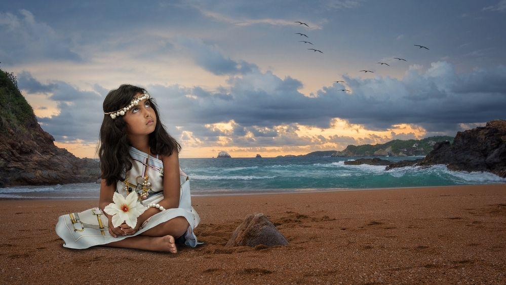 Nahomi am Strand