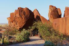 Namibia - Durch diese Felsen geht's zur Twyfelfontein Lodge