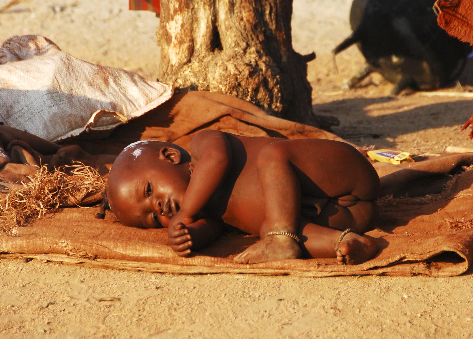 Namibia - Himba La più giovane del villaggio