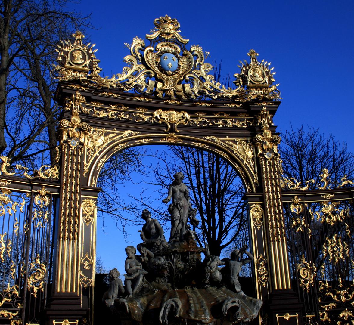 Nancy en bleu et or
