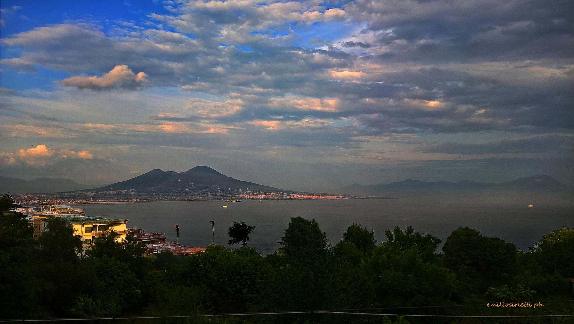 Napoli, tramonto dopo un temporale