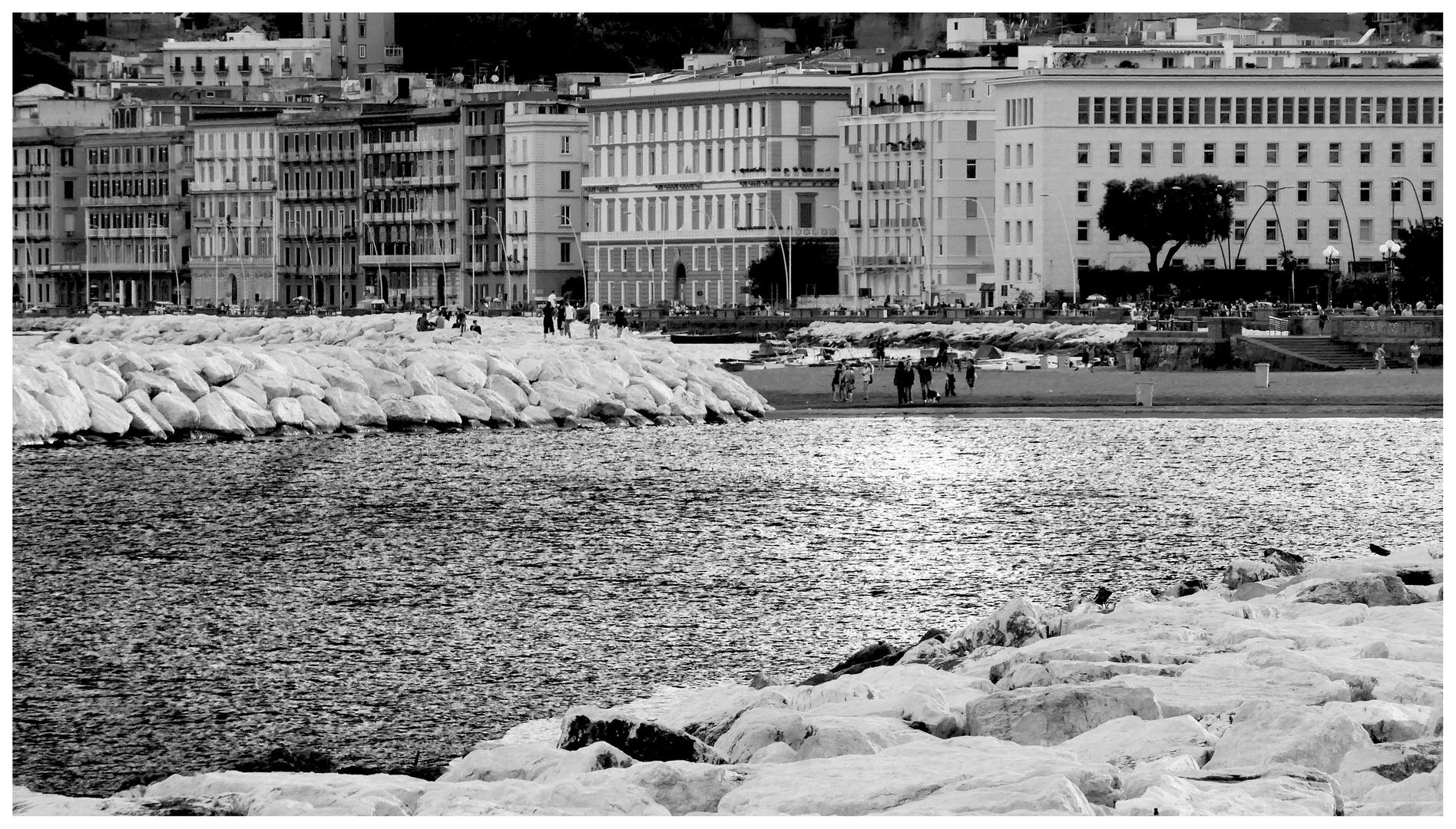 Napoli - via Caracciolo