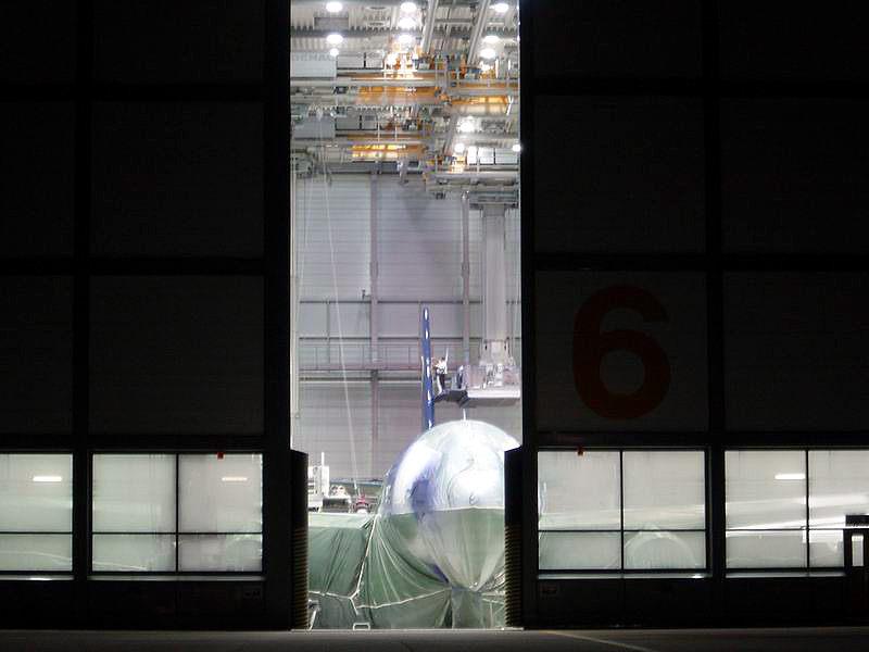 NASA Dryden Airbase : : Speziallackierung an einem Aufklärungsflugzeug