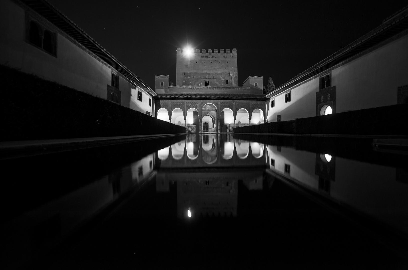 Nasriden Palast bei Nacht