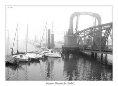 Nassaubrücke bei Nebel