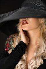 Nastja mit Hut