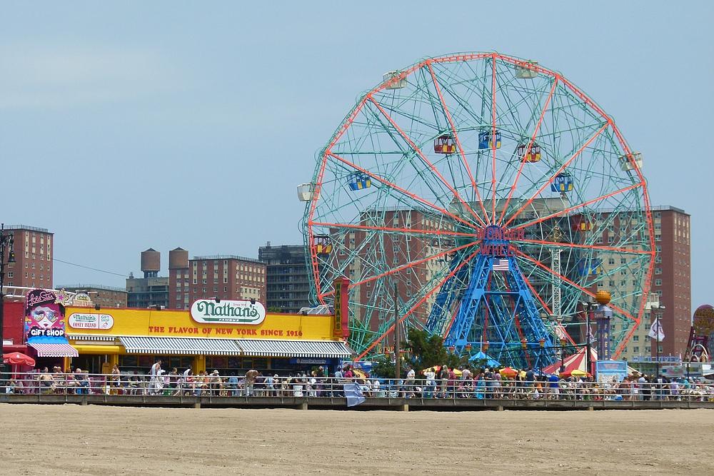 ...Nathan`s - auf Coney Island...
