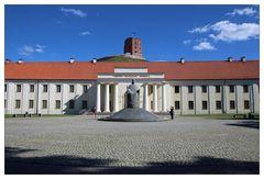 Nationalmuseum von Litauen mit Gediminas Turm im Hintergrund