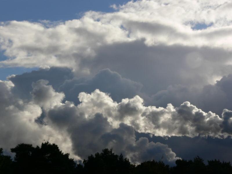 Natürliche und künstliche Wolken