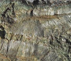 Natur-Asbest, ein Stück von einem vom Berg heruntergefallenen Stein!