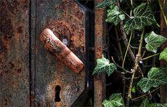 nature vs rusty gate