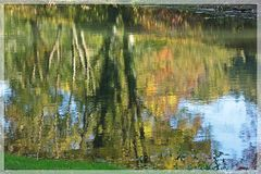 Naturfarben im Wasser