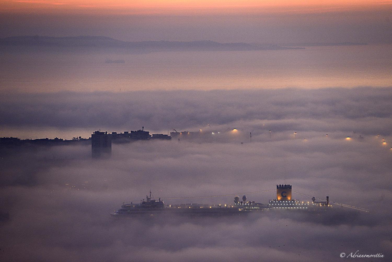 nave Costa nella nebbia a Trieste