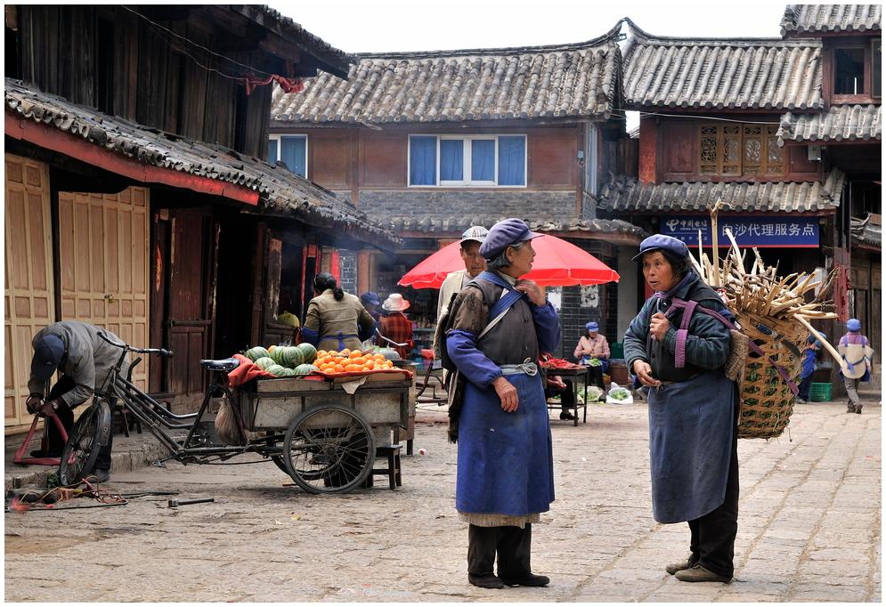 Naxi-Frauen in Baisha, Lijiang, Provinz Yunnan