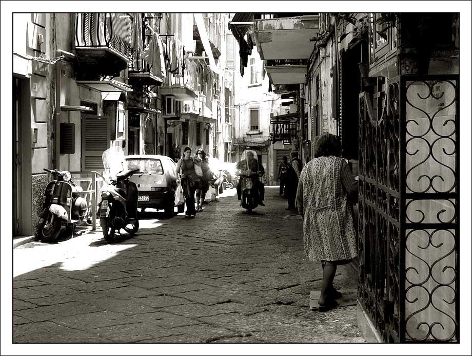 neapolitanische Kittel-Szene in lila-grün